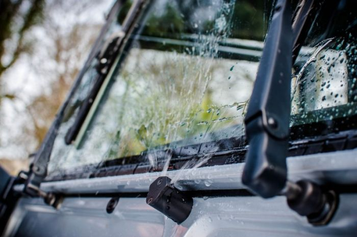 LRC1412 - Ultimate Front and Rear Washer Jet Kit for Defender - Total  Upgrade on Land Rover Defender Washer Jet