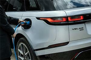 New hybrid Range Rover Velar Powers to Critical Acclaim